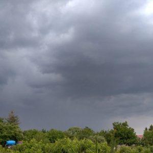 Vihar érkezik